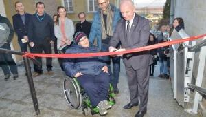 Platforma przyschodowa dla niepełnosprawnych w Sandomierzu