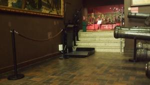 Platforma przyschodowa w Muzeum Wojska Polskiego