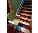 Winda schodowa ALFA dostępna jest w różnych wydania koloru tapicerki, tutaj mamy przykład tapicerki w kolorze zielonym