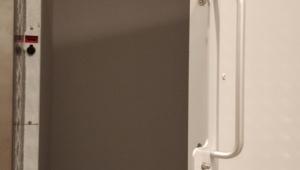 Drzwi przystankowe z elektroryglami dostarczone przez Lift Plus PL