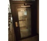 E07- drzwi z automatem otwierającym/zamykającym.